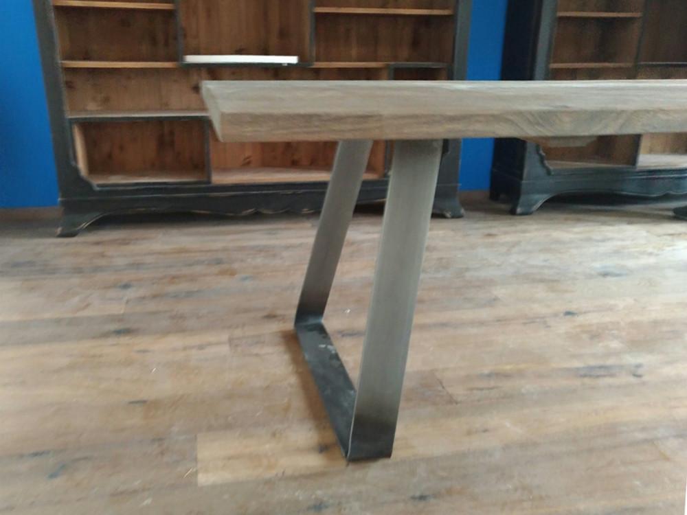 Tavolo Stile Industriale : Tavolo in olmo stile industriale