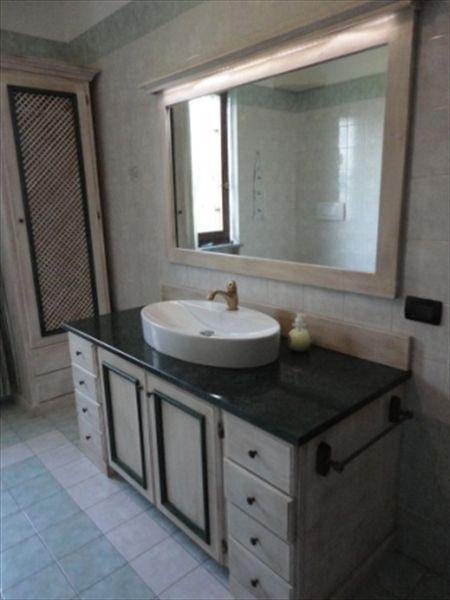 Progettazione e fornitura per il bagno sanitari top in marmo lavello appoggiato bagno - Top bagno su misura ...